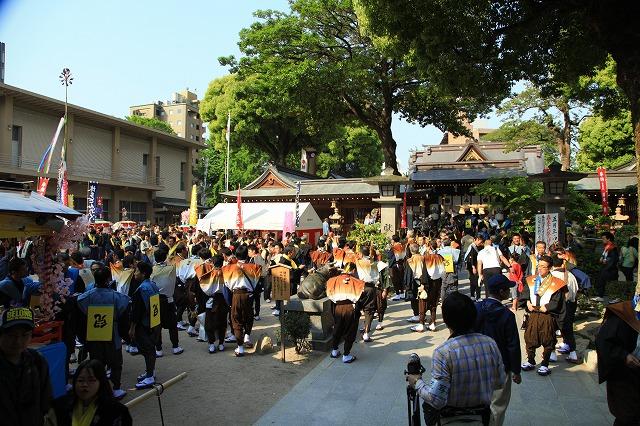 櫛田神社に集まる博多松ばやしの三流れ