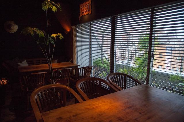 カウンター7席 テーブル大小3席