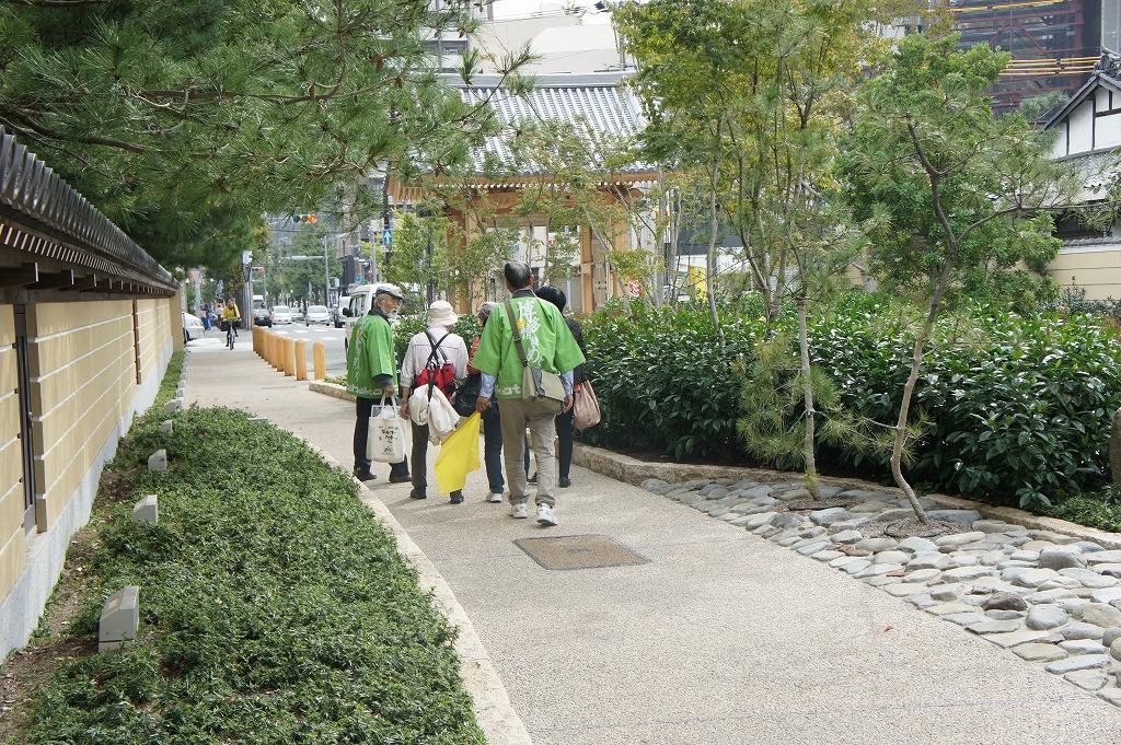 福岡市観光案内ボランティア 緑の法被